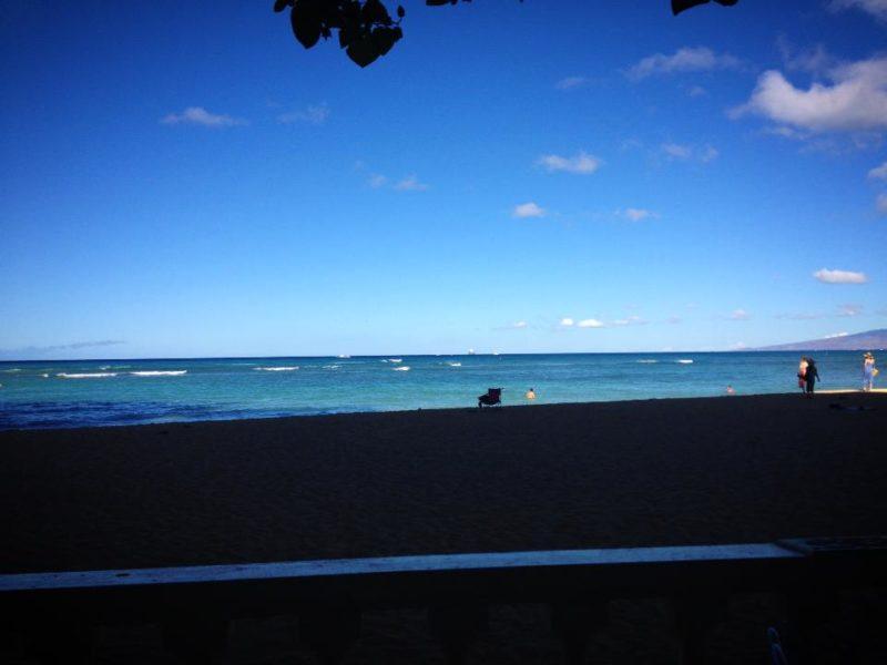 ハウ ツリー ラナイから見たビーチ
