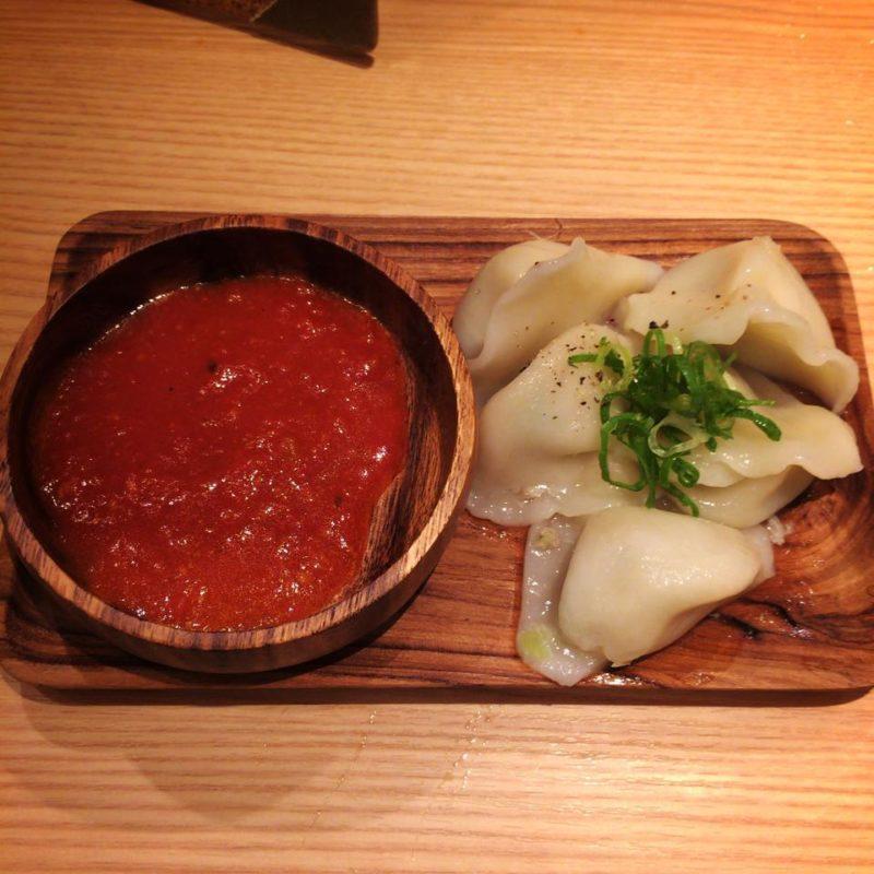 太陽のトマト麺のトマトソース水餃子
