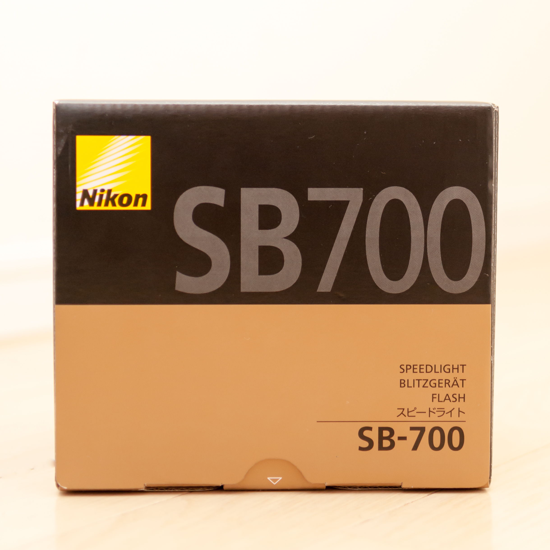ニコンのスピードライトSB-700の箱の写真
