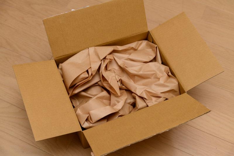 開けると梱包材がいっぱい